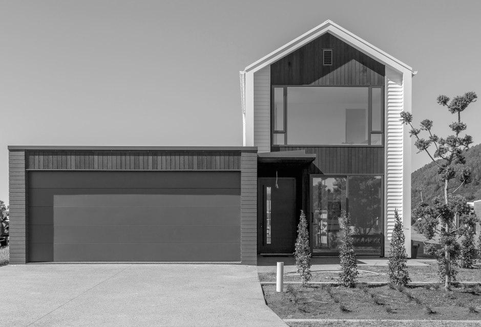 Villa 03 Street grayscale